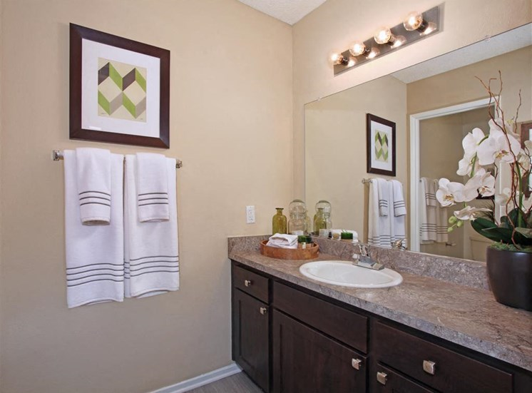 Bathroom | Casa Grande Apartment Homes in Cypress CA