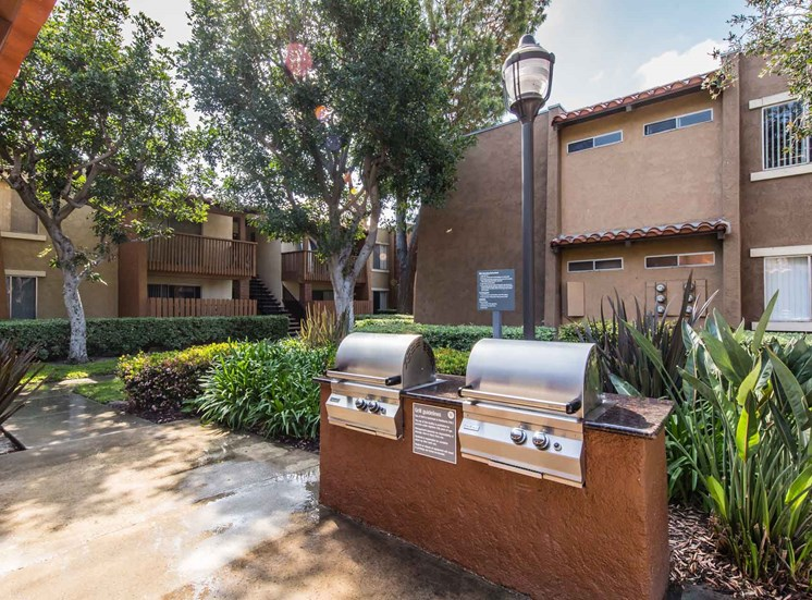 BBQ Area | Casa Grande Apartment Homes in Cypress CA