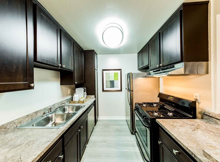 Kitchen | Casa Grande Apartment Homes in Cypress CA