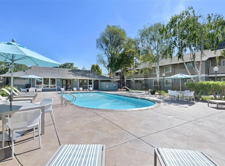 Pool side picnic area at Sora Apartments in Union City CA