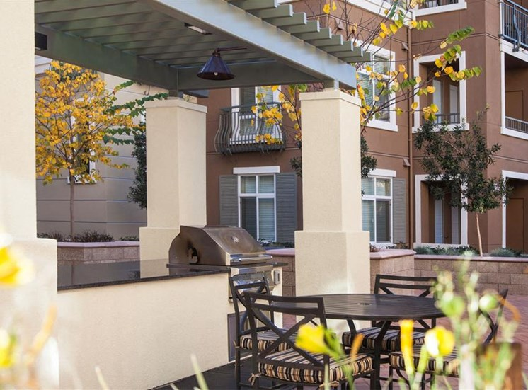 The Verdant Apartments outdoor dining table in San Jose, CA