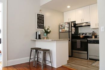 2916 West Bay Vista Avenue 2 Beds Apartment for Rent Photo Gallery 1