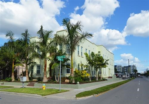 Melville Apartments Community Thumbnail 1