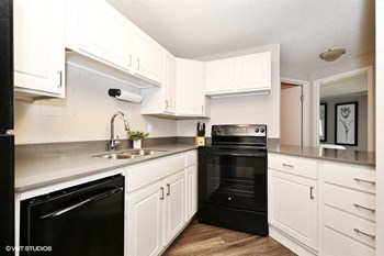 215 Oak Grove Street 1-2 Beds Apartment for Rent Photo Gallery 1