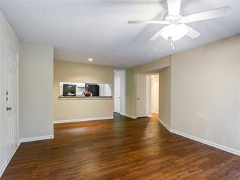 6873 Peachtree Dunwoody Rd 1 Bed Apartment for Rent Photo Gallery 1