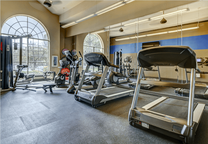 24 hour fitness center with cardio machines