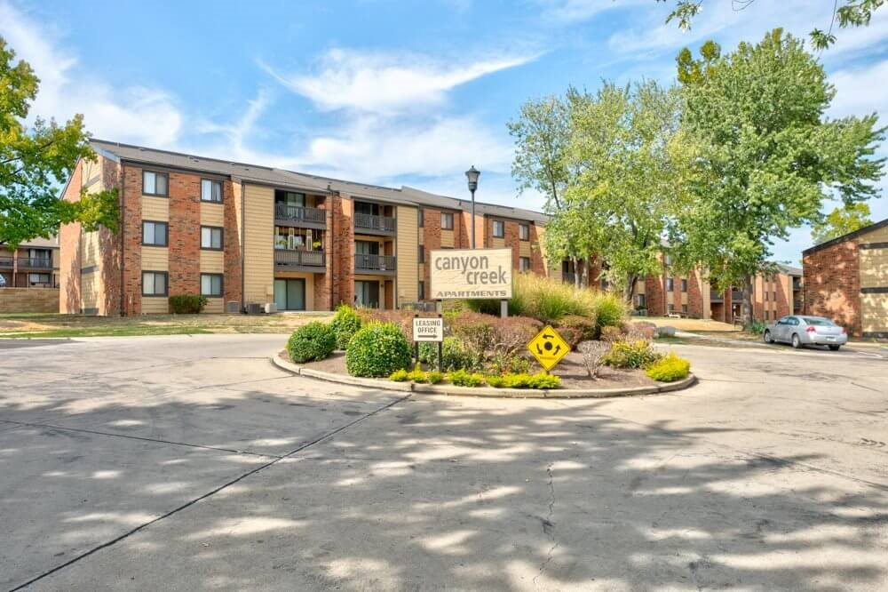 Apartments in South St Louis County, Mehlville, MO Lush grounds