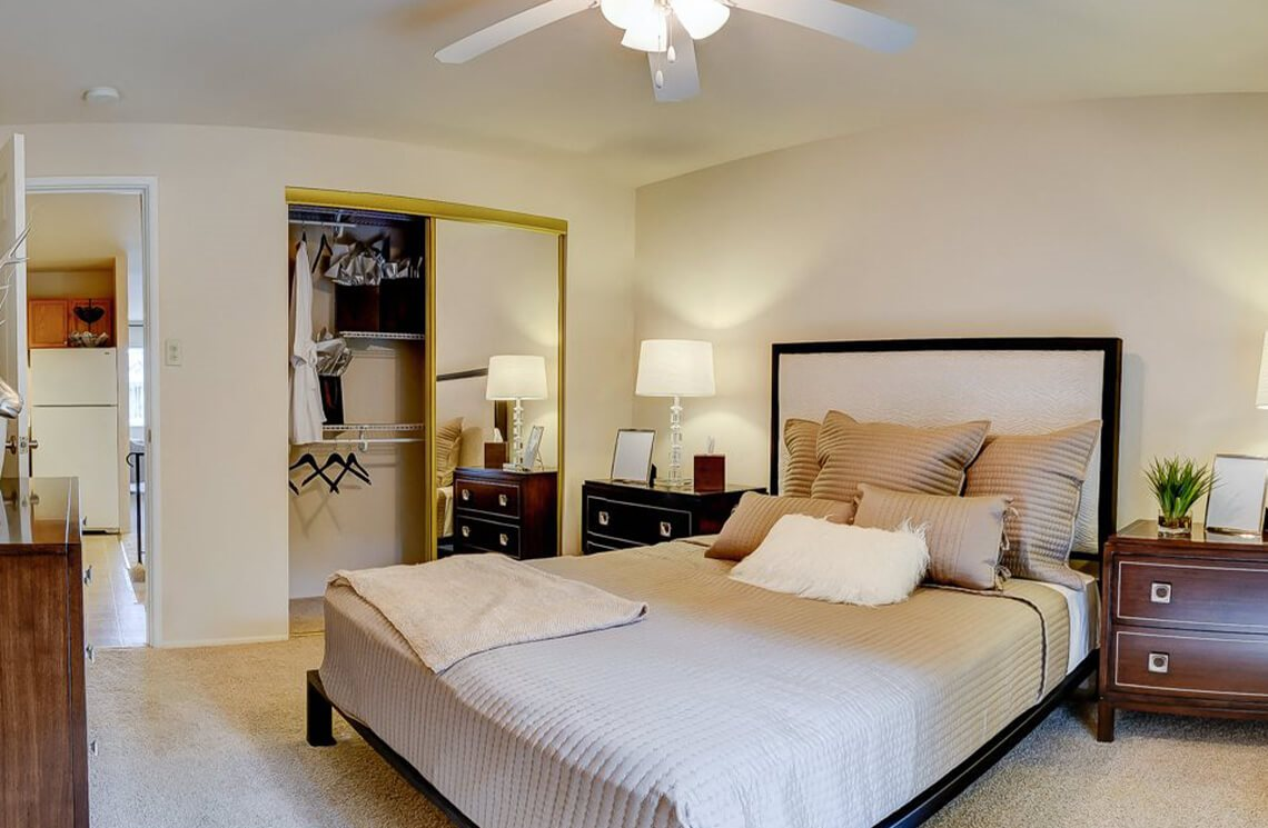 Apartments in Affton, MO bedroom