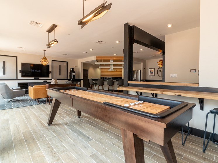 How many other apartments in Henrico, VA have a shuffleboard table?