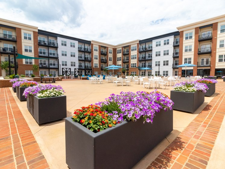 Penstock Quarter's apartments in Henrico, VA foster community with easy gathering places, like the interior courtyard.