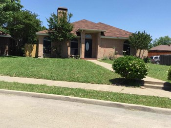 2608 Park Valley Dr 3 Beds House for Rent Photo Gallery 1