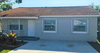 17201 SW 144 Ct 3 Beds House for Rent Photo Gallery 1