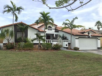 20155 SW 79 Ct 4 Beds House for Rent Photo Gallery 1
