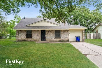 14736 Oakwood Ln 4 Beds House for Rent Photo Gallery 1