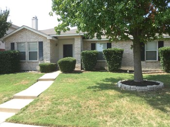 2525 Eastwood Dr 3 Beds House for Rent Photo Gallery 1