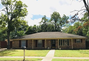 2710 Peachtree Ln 4 Beds House for Rent Photo Gallery 1