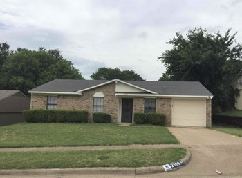 2909 Pine Trail Rd 3 Beds House for Rent Photo Gallery 1