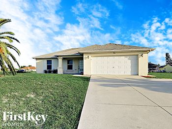 532 Kismet Pkwy W 3 Beds House for Rent Photo Gallery 1