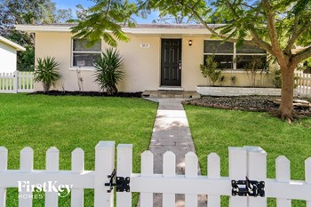 3833 LA PALMA ST 3 Beds House for Rent Photo Gallery 1