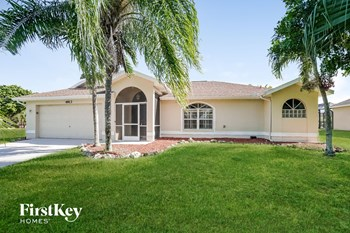 4913 SW 17 Ave 3 Beds House for Rent Photo Gallery 1