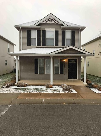 316 Ne Coldwater Creek Dr 3 Beds House for Rent Photo Gallery 1
