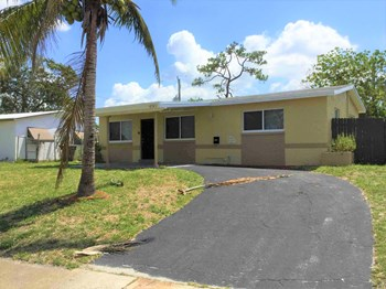 450 SW 28Th Way 4 Beds House for Rent Photo Gallery 1