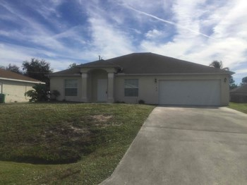 1168 SW Idol Ave 3 Beds House for Rent Photo Gallery 1