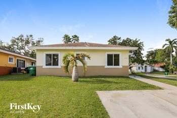 13576 SW 287 Ter 4 Beds House for Rent Photo Gallery 1