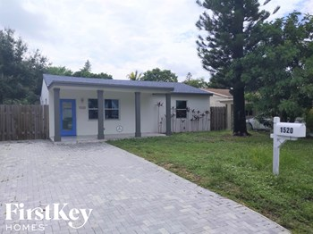1520 NW 1 Ave 3 Beds House for Rent Photo Gallery 1
