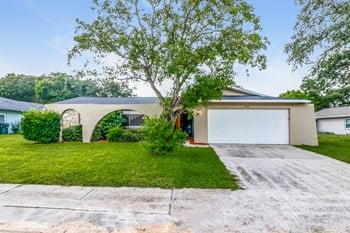 2268 RIVERSIDE DR N 3 Beds House for Rent Photo Gallery 1