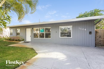 1524 NE 31 Ct 3 Beds House for Rent Photo Gallery 1