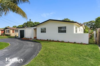2230 NW 42 Ave 3 Beds House for Rent Photo Gallery 1