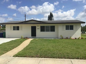 3801 Nw 184Th St 3 Beds House for Rent Photo Gallery 1