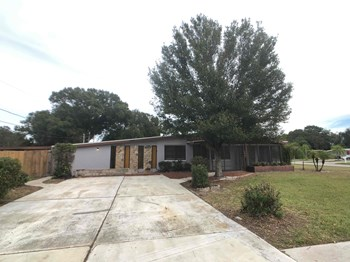 8035 Robin Rd 4 Beds House for Rent Photo Gallery 1