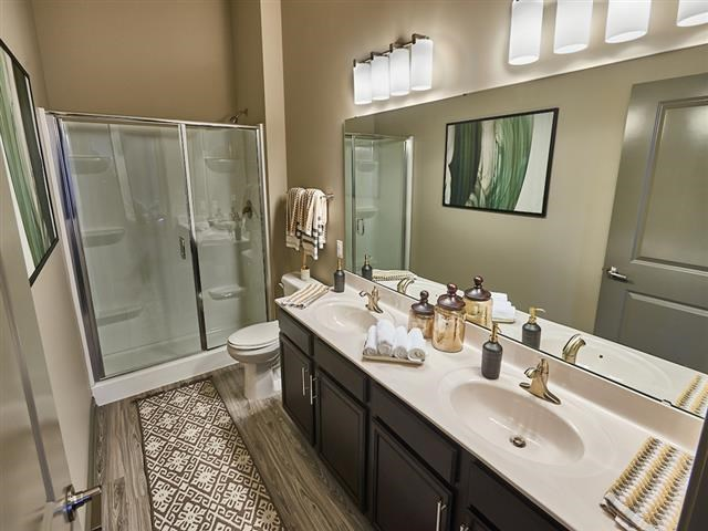 EVO Apartments - Cathedral - Master Bathroom