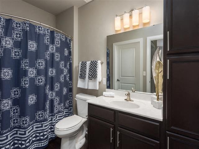 EVO Apartments - Gateway - Bathroom
