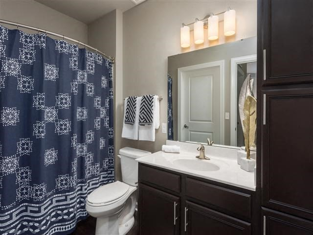 EVO Apartments - Gateway - Bathroom