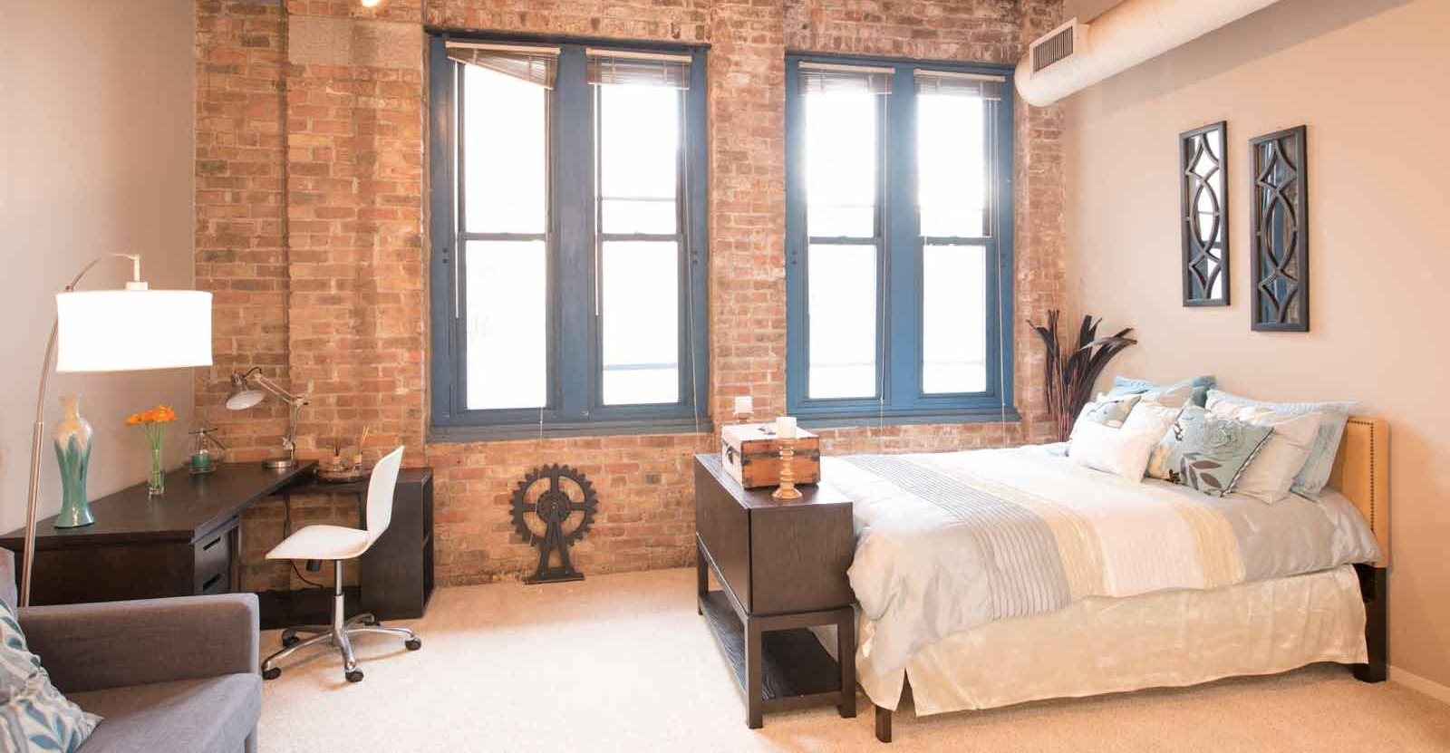 spacious bedrooms with high ceilings | Cobbler Square Lofts Chicago IL