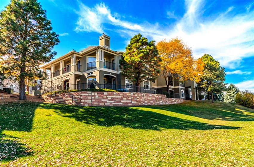 Beautiful expansive Grounds   Apartments for rent centennial colorado   Greenwood Plaza