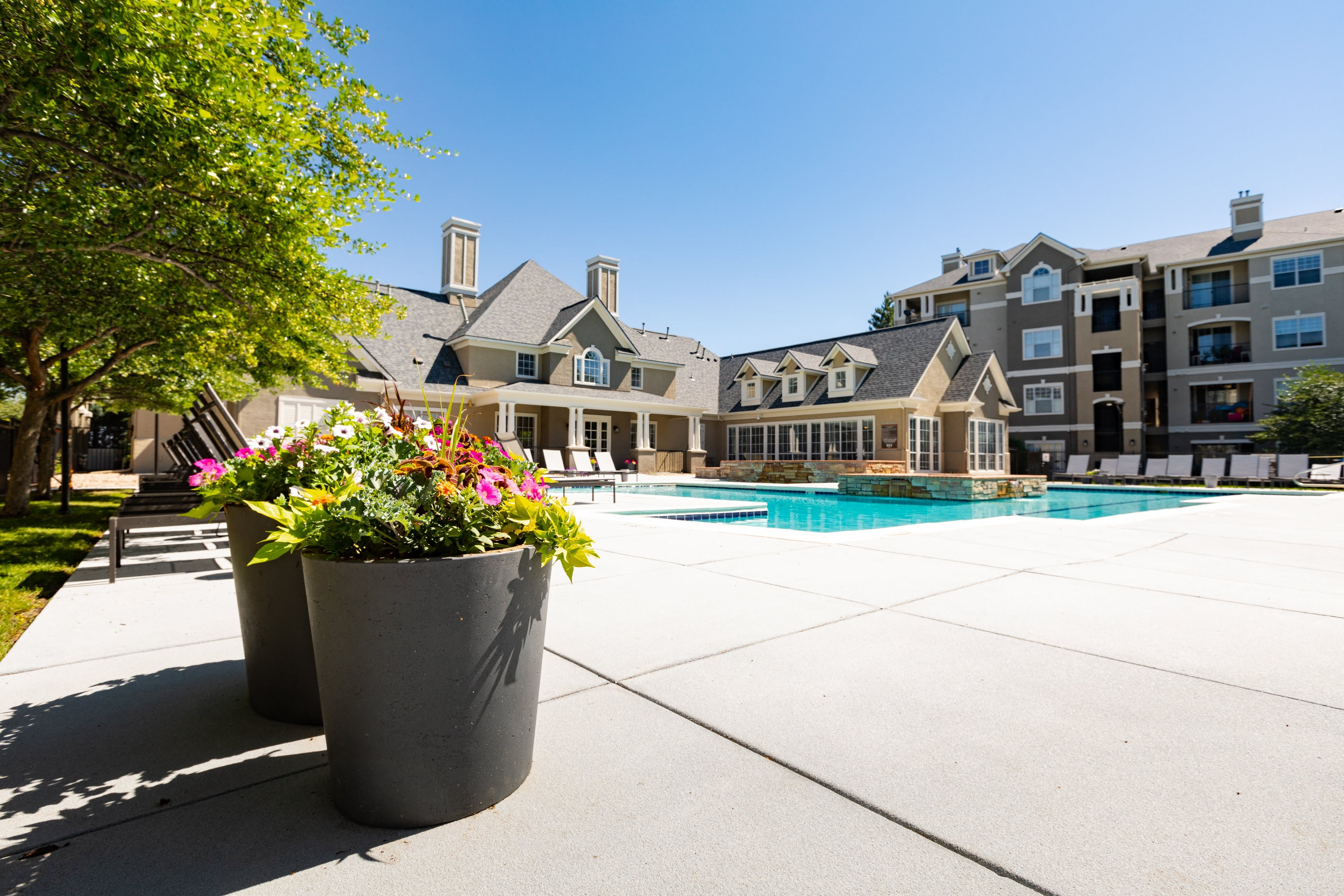 outdoor pool and grill area | Greenwood Plaza Apartments in Centennial, CO