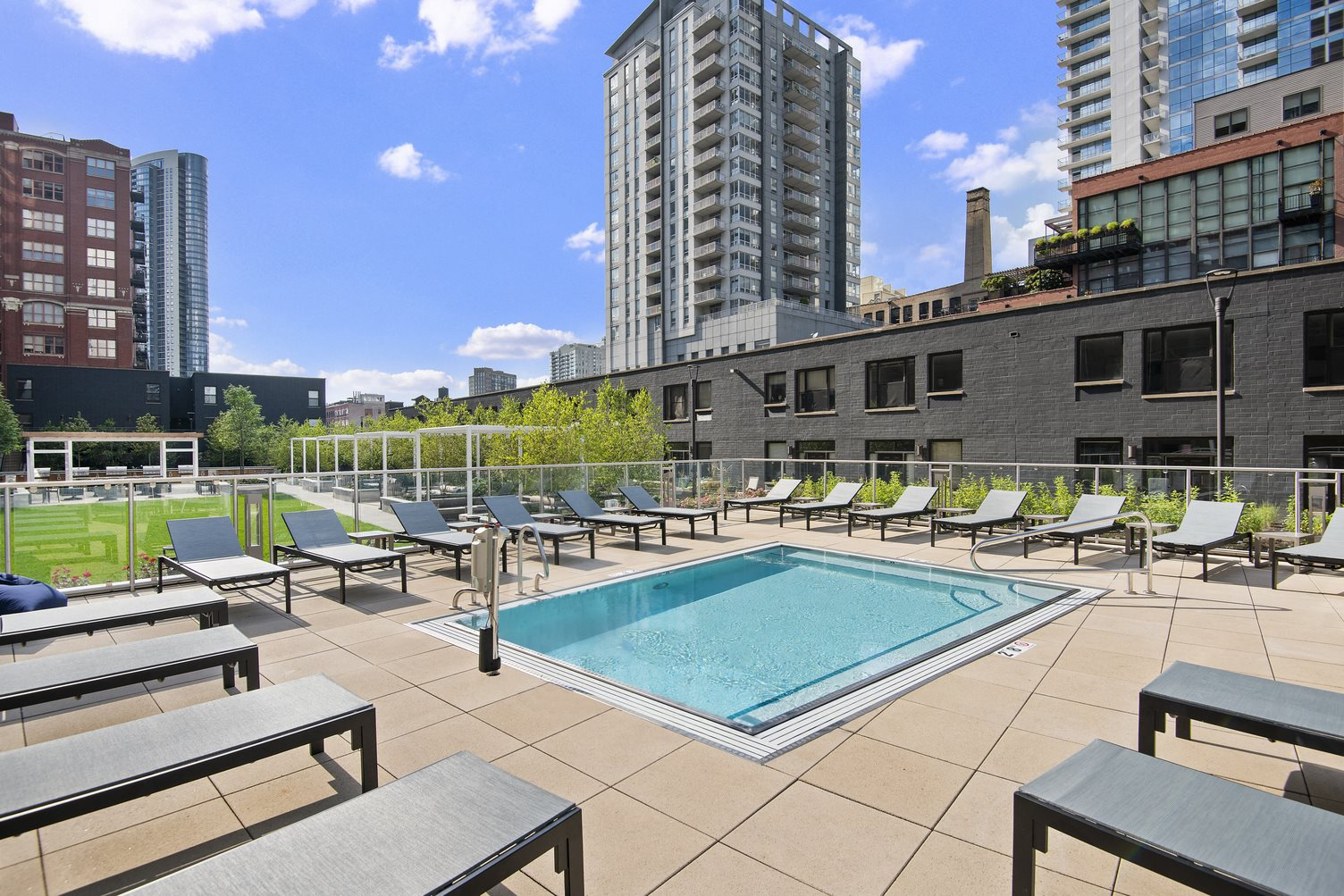 River North Park Apartments | Apartments in Chicago, IL