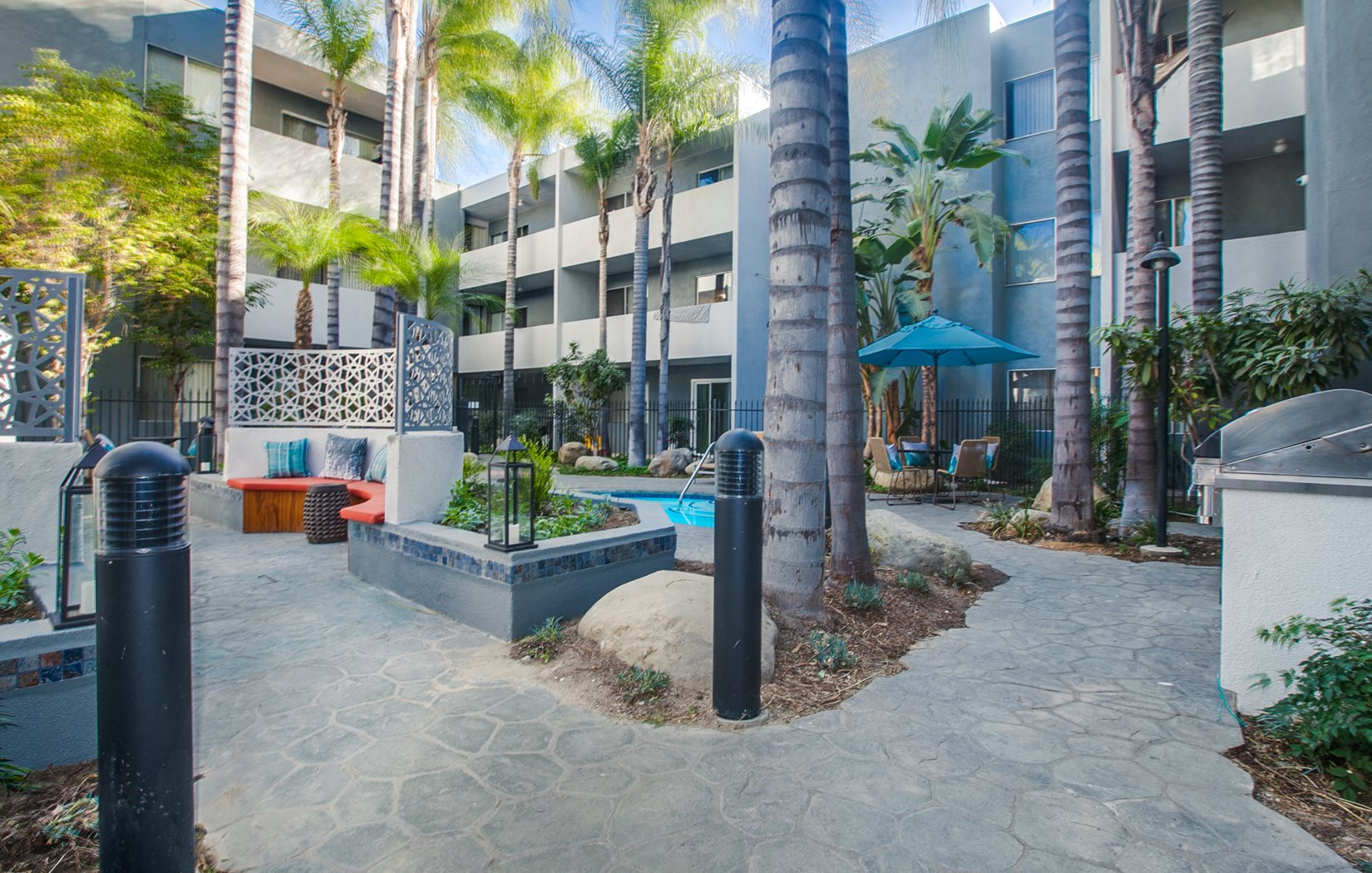 Outside Courtyard | Candlewood North Apartments Northridge CA