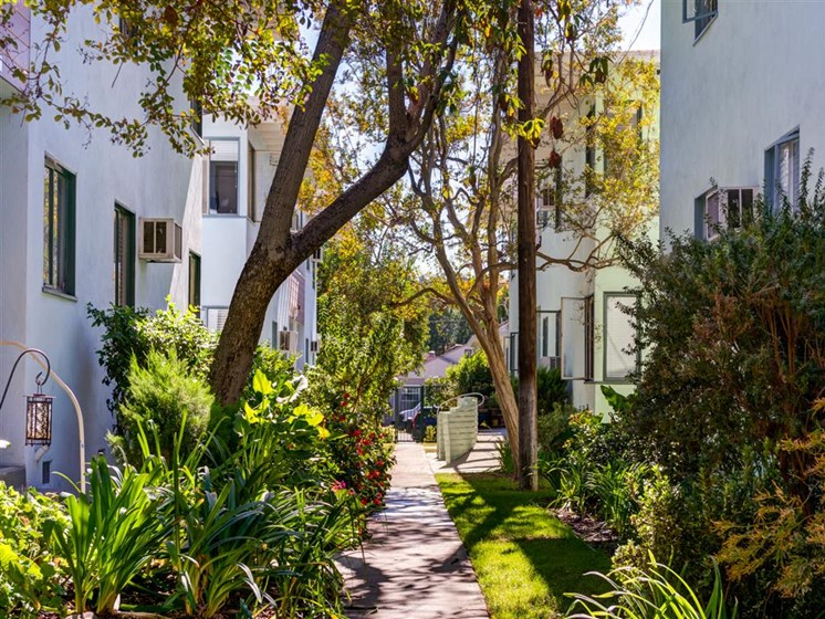 Sherman Oaks CA Apartments For Rent | Chase Knolls