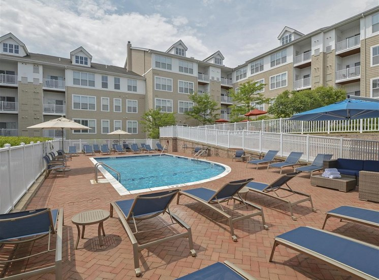 Sparkling Pool | Apartments for rent in Stamford, CT | Glenview House
