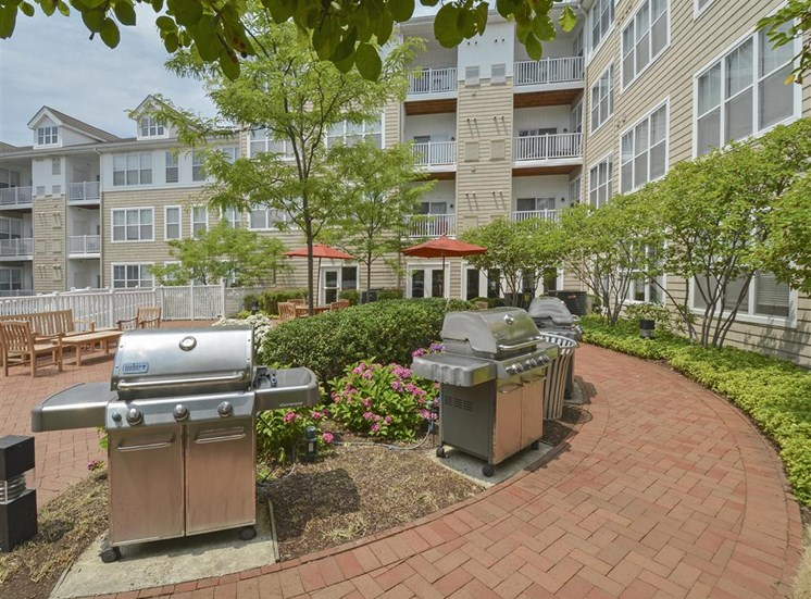 Resident BBQ | Apartments in Stamford, CT | Glenview House