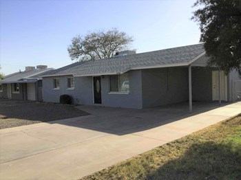 10008 N 16th Dr 4 Beds House for Rent Photo Gallery 1
