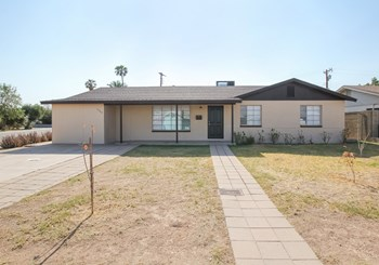 5702 N 19Th Dr 4 Beds House for Rent Photo Gallery 1