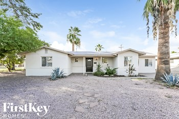 6911 E Edgemont Ave 3 Beds House for Rent Photo Gallery 1