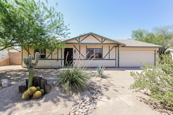 7039 W Jenan Dr 3 Beds House for Rent Photo Gallery 1