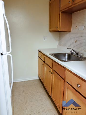 6815 N. Sheridan Rd. Studio-3 Beds Apartment for Rent Photo Gallery 1